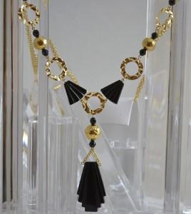 blackonyxspinelhammeredgold01